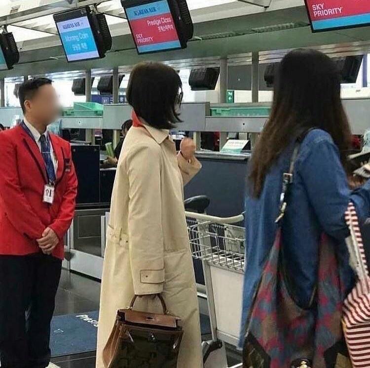 Sao Hàn: Các nữ thần sắc đẹp Hàn Quốc rủ nhau cắt tóc ngắn hết rồi, và giờ đến lượt Song Hye Kyo!