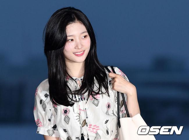 Jung Chae Yeon (DIA) gây náo loạn sân bay Tân Sơn Nhất