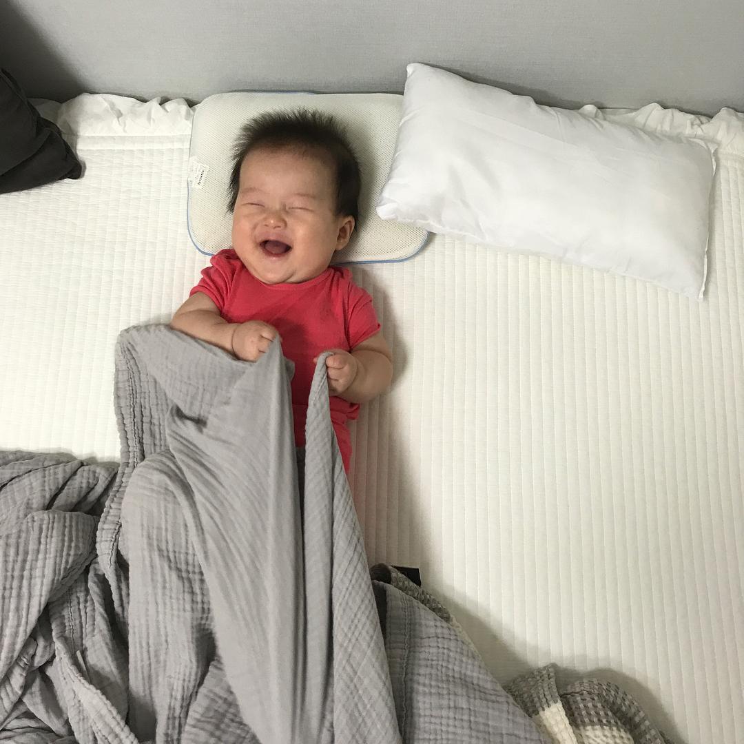 Mẹo nuôi con: Quên hết mệt mỏi khi ngắm loạt ảnh của cậu nhóc cứ cười là