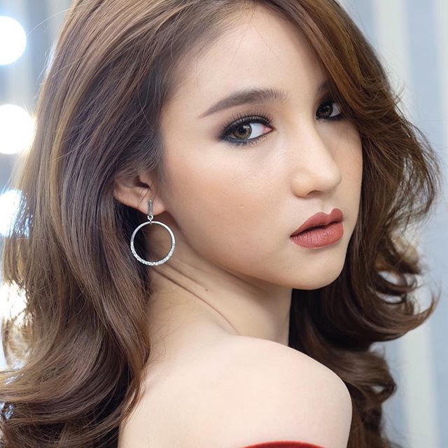 Hot girl được ví đẹp hơn Nong Poy vừa trở thành Hoa hậu chuyển giới Thái Lan 2017 - Ảnh 10.