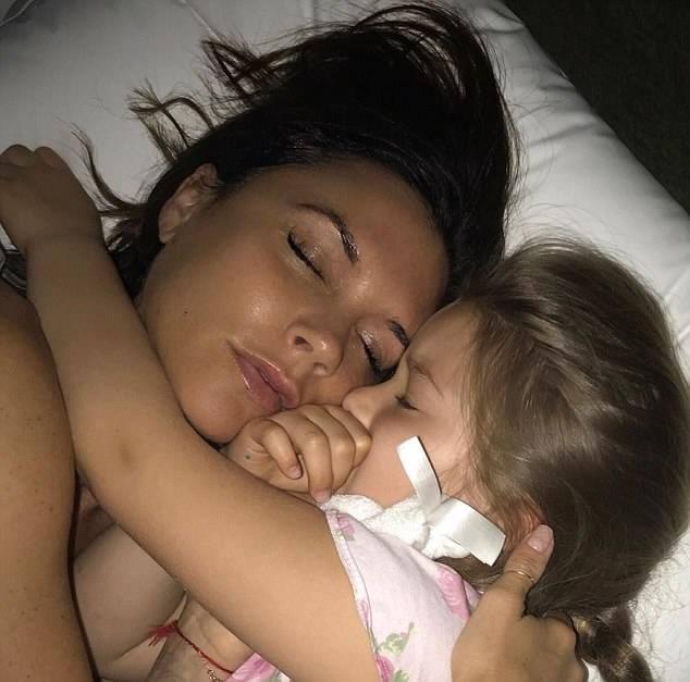 Suri Cruise và Harper Beckham: Hai cô bé nổi tiếng nhất thế giới có tuổi thơ trái ngược - Ảnh 11.