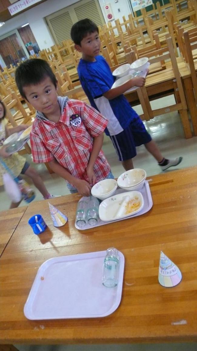 Một bữa trưa đạm bạc của trẻ em Nhật sẽ khiến nhiều người phải cảm thấy hổ thẹn, và đây là lý do 7