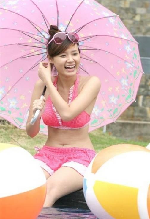 Sao Việt: Midu nay đã khác rồi, đã biết mặc bikini cắt xẻ và tạo dáng quyến rũ hơn hẳn