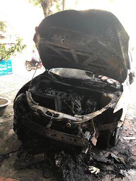 Clip ghi lại cảnh xe Mazda CX-5 bị người lạ mặt châm lửa đốt trong đêm tại Hà Nội - ảnh 1
