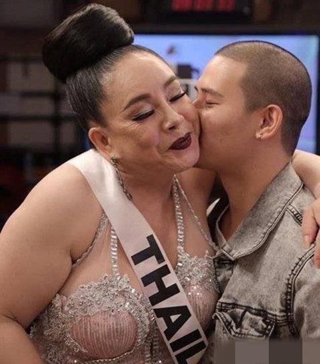 Mặc kệ dư luận, nữ đại gia Thái Lan vẫn tiếp tục