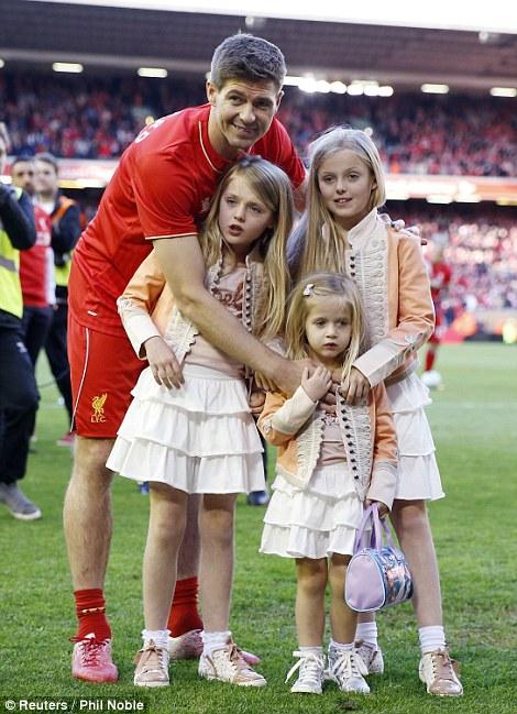 Chúc mừng Gerrard, huyền thoại Liverpool đã có quý tử sau ba công chúa xinh đẹp - Ảnh 4.