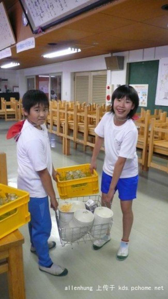 Một bữa trưa đạm bạc của trẻ em Nhật sẽ khiến nhiều người phải cảm thấy hổ thẹn, và đây là lý do 16
