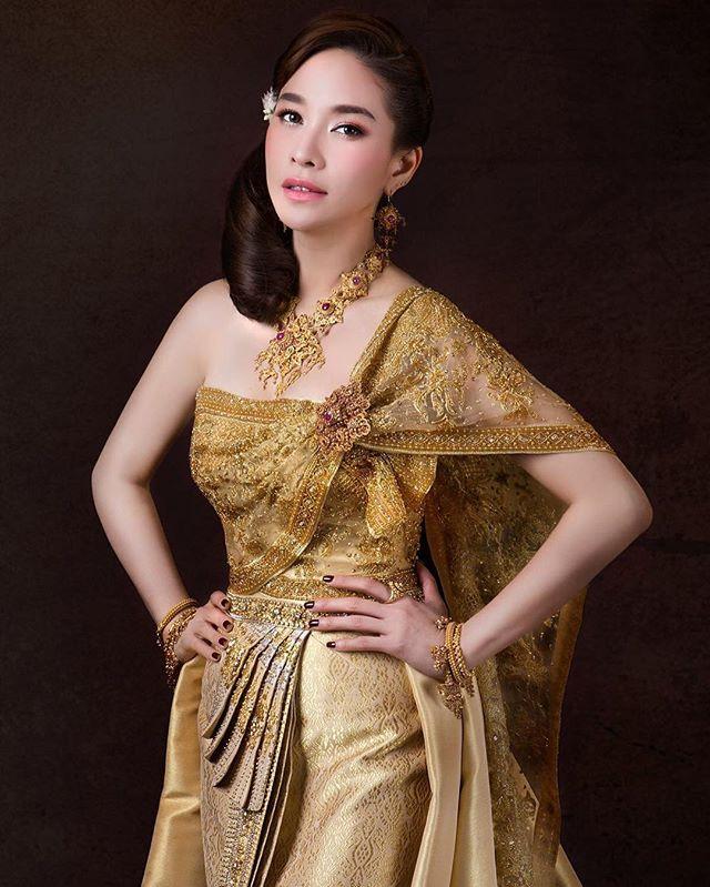 Vẻ đẹp thần thánh của các mỹ nhân hàng đầu Thái Lan trong trang phục truyền thống đón Tết Songkran - Ảnh 15.