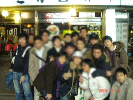 Có ai như Song Joong Ki: Thời sinh viên toàn bị chụp lén và hình nào cũng giống bìa tạp chí - Ảnh 6.