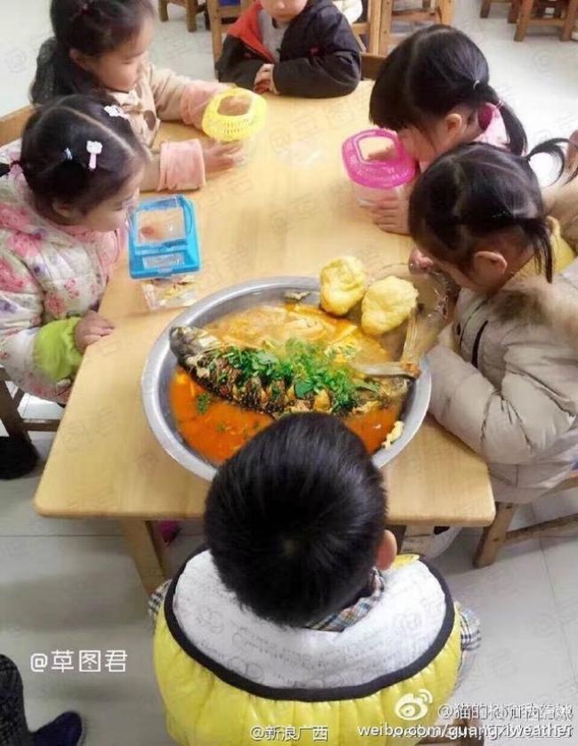 Sau cô bé Vô Diện, đến lượt con cá khác biệt của cậu bé này khiến người ta cười lăn lộn - Ảnh 4.