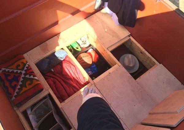Chàng thanh niên sống sang chảnh trong thùng rác - Ảnh 3.
