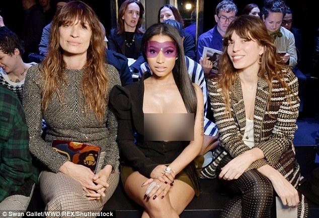Đỉnh cao phản cảm: Nicki Minaj phơi bày nguyên vòng 1 trên hàng ghế đầu PFW - ảnh 2