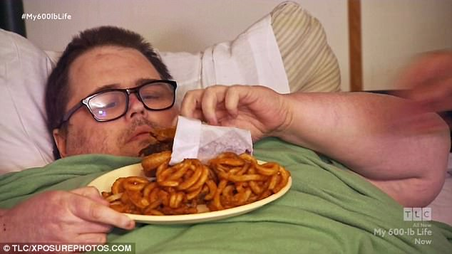 Người đàn ông béo tới nỗi lở loét da vì chỉ nằm ì một chỗ suốt 3 năm - Ảnh 3.