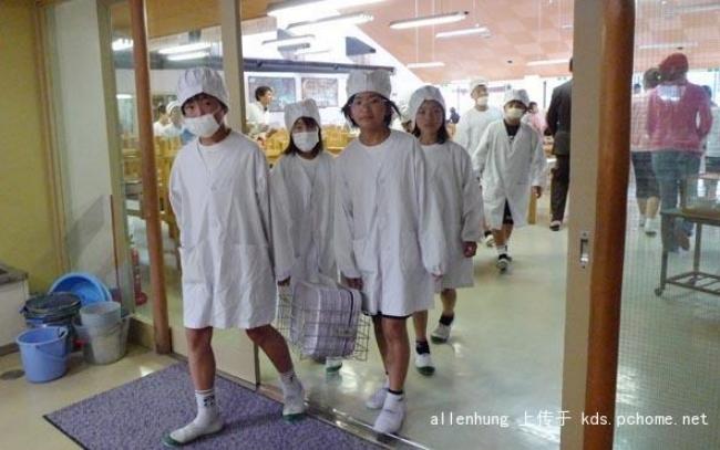 Một bữa trưa đạm bạc của trẻ em Nhật sẽ khiến nhiều người phải cảm thấy hổ thẹn, và đây là lý do 3