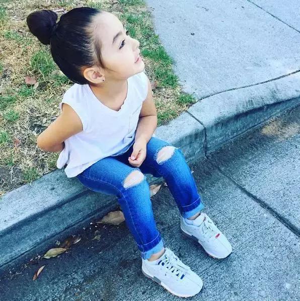 Mới 4 tuổi, cô nhóc này đã sở hữu hàng chục đôi sneakers đình đám khiến người lớn phải kiêng dè - Ảnh 3.
