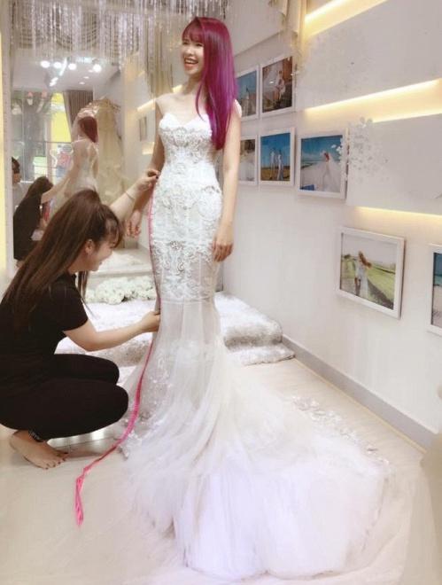 Khởi My được khen hết lời khi diện bộ váy cưới đính 8000 viên pha lê - Ảnh 3.