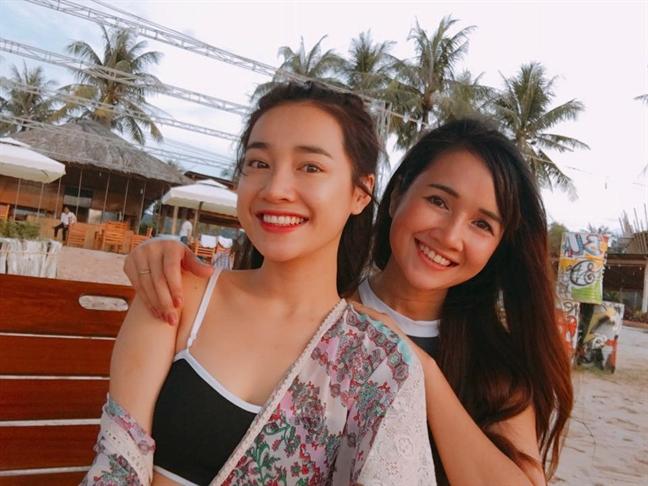 Nhã Phương đi dép tổ ong, sánh đôi cùng Trường Giang về Phú Quốc đón sinh nhật - Ảnh 3.