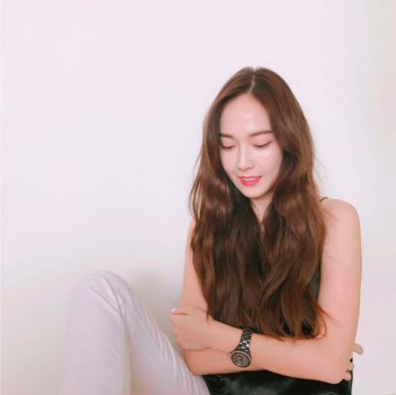 Jessica đăng ảnh mỉa mai hành động có phần thiếu lịch sự của Rocker Nguyễn? - Ảnh 1.