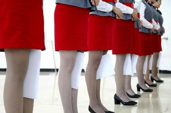 Những bài tập khó nhằn dành cho các cô gái xinh đẹp nuôi mộng làm tiếp viên hàng không ở Trung Quốc - Ảnh 5.
