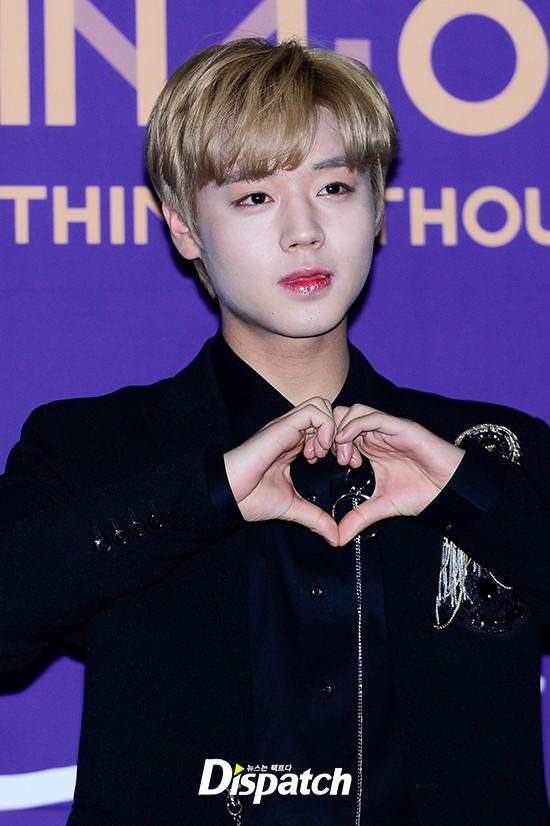 Trai đẹp Wanna One đồng loạt khoe mặt trắng loang lổ, nhưng kéo đến ảnh của Dispatch thì đúng là cạn lời - ảnh 3