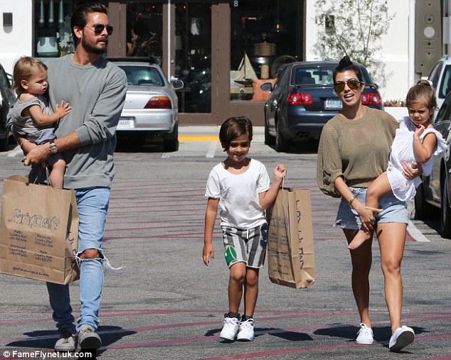 Kim cùng gia đình tạt nước vào mặt anh rể vì lén dẫn gái lạ về khách sạn - Ảnh 5.