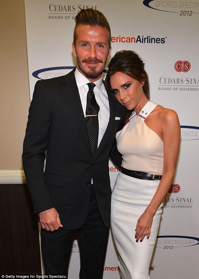 Nghĩa cử cao đẹp của David Beckham khi thấy cụ già bị ngã khiến ai cũng cảm phục - Ảnh 1.