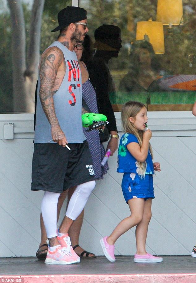 Harper Beckham: Công chúa tí hon trong vòng tay bố khiến cả thế giới phát cuồng giờ đã thành cô bé 6 tuổi phổng phao! - Ảnh 26.