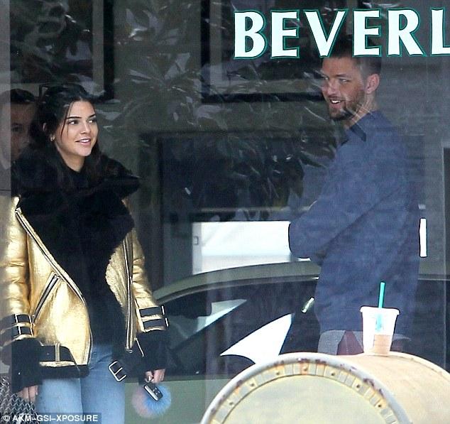 Kendall Jenner xuất hiện xinh đẹp bên bạn trai cũ sau nghi vấn hẹn hò tay 4 - Ảnh 1.