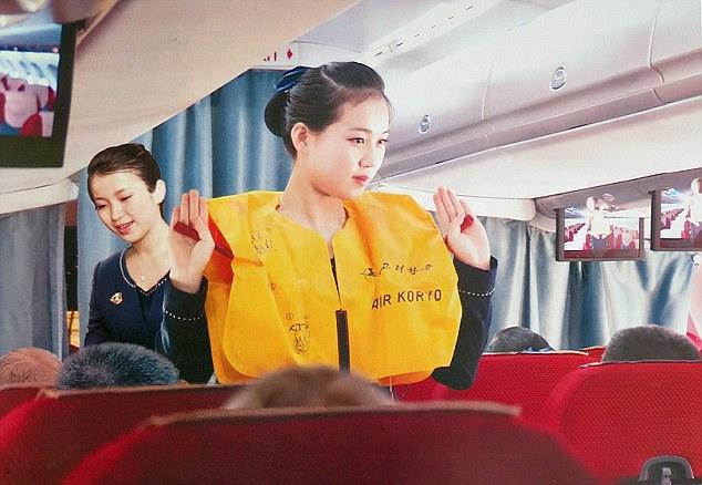 Những hình ảnh không ngờ tới về vẻ ngoài xinh đẹp của nữ tiếp viên hàng không Triều Tiên - Ảnh 3.