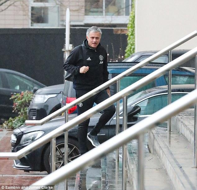 Man Utd thắng 8 trận liên tiếp: Sức mạnh tình yêu của Mourinho - Ảnh 1.