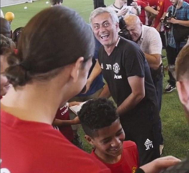 Man Utd thắng 8 trận liên tiếp: Sức mạnh tình yêu của Mourinho - Ảnh 4.