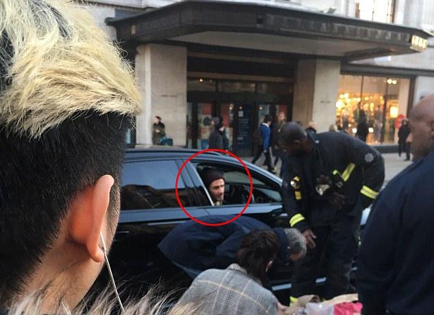 Nghĩa cử cao đẹp của David Beckham khi thấy cụ già bị ngã khiến ai cũng cảm phục - Ảnh 4.
