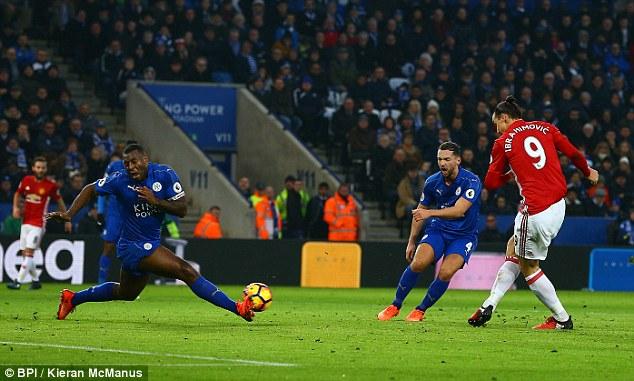 Ibrahimovic vượt mặt Messi, đi vào lịch sử Premier League - Ảnh 2.