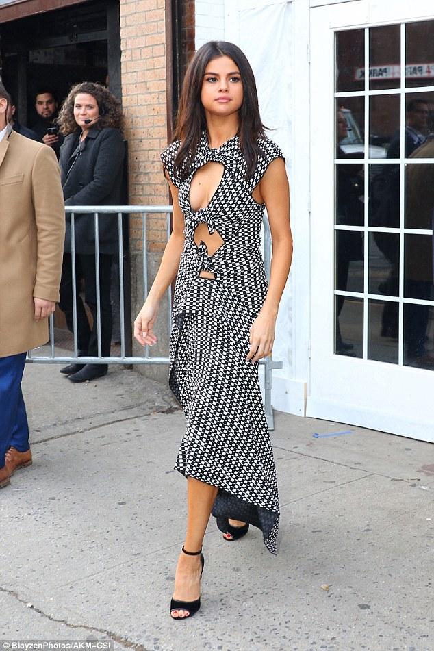 Hạnh phúc với tình yêu mới, Selena Gomez tăng cân và lộ mặt nọng - Ảnh 3.