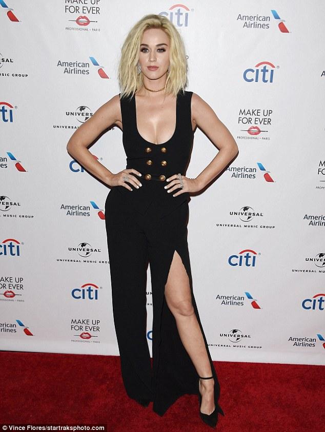 Thảm đỏ hậu Grammy: Charli XCX diện váy hình body độc đáo, đọ với vòng 1 của Katy Perry - Ảnh minh hoạ 3