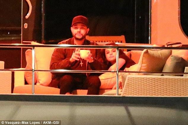 Selena Gomez tổ chức sinh nhật 680 triệu VND cho The Weeknd - Ảnh 3.