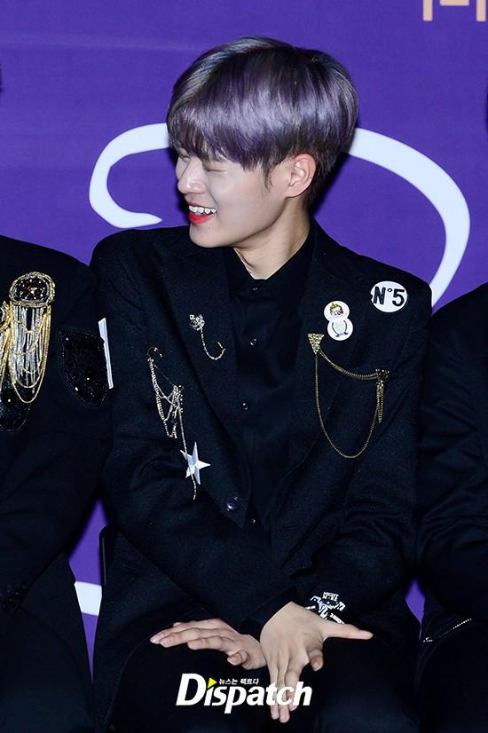 Trai đẹp Wanna One đồng loạt khoe mặt trắng loang lổ, nhưng kéo đến ảnh của Dispatch thì đúng là cạn lời - ảnh 18