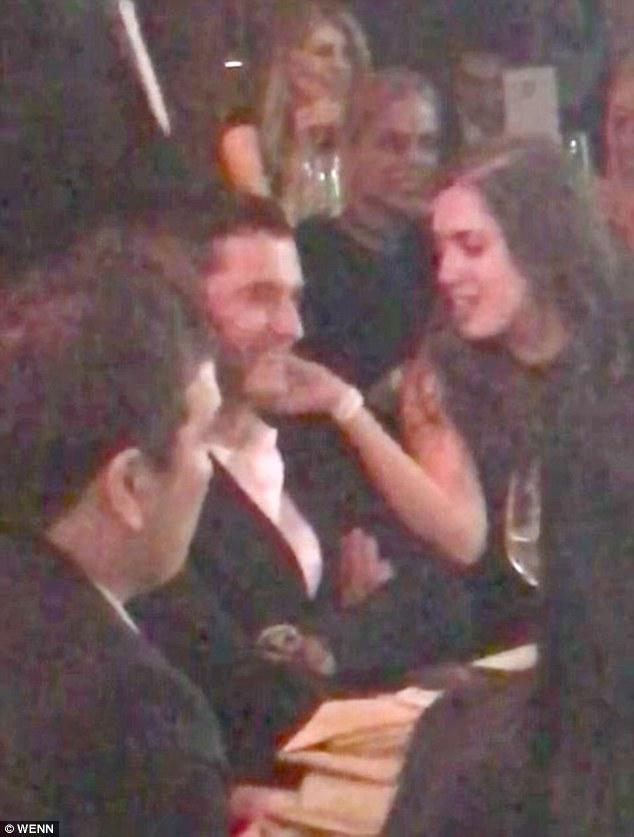 Loạt ảnh Orlando Bloom ve vãn cô gái này là lý do Katy Perry nói lời chia tay? - Ảnh 2.