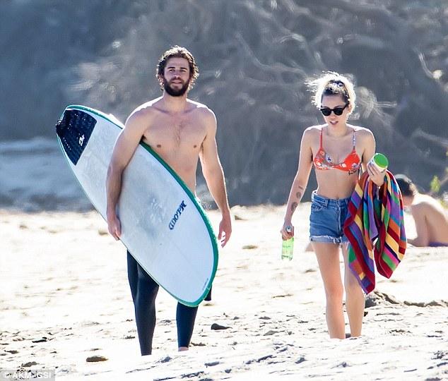 Đã hạnh phúc đáng ghen tị, Miley Cyrus - Liam Hemsworth còn có thân hình sexy cả đôi - Ảnh 7.