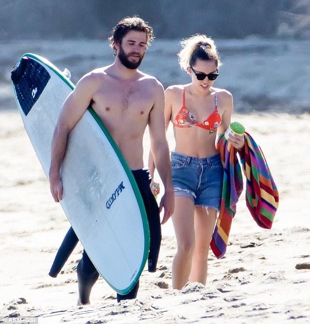 Đã hạnh phúc đáng ghen tị, Miley Cyrus - Liam Hemsworth còn có thân hình sexy cả đôi - Ảnh 5.