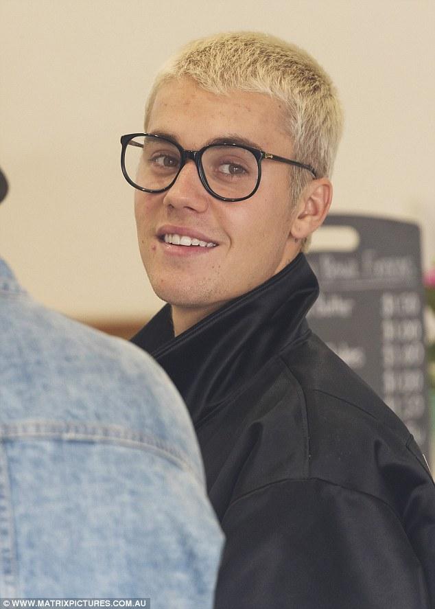 Ngày nào da còn đẹp như em bé, Justin Bieber giờ nổi đầy mụn trên mặt