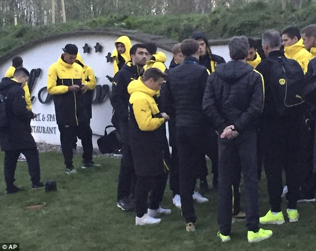 Cầu thủ Dortmund kể lại giây phút sinh tử sau vụ đánh bom - Ảnh 3.