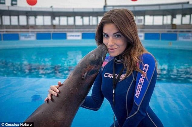 Thí sinh Hoa hậu Ý xinh đẹp bị biến dạng mặt vì bạn trai cũ tạt axit - Ảnh 3.