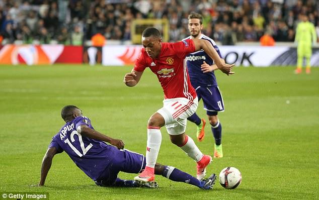 Mourinho cảnh báo Martial: Theo cách của tôi hoặc ra đi - Ảnh 2.