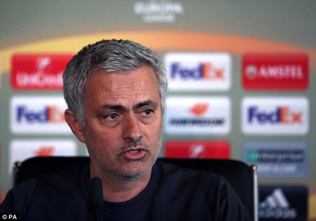 Mourinho cảnh báo Martial: Theo cách của tôi hoặc ra đi - Ảnh 1.