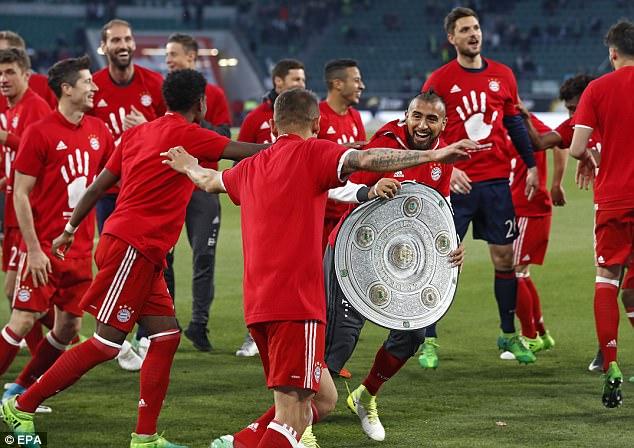 Bayern lập chiến tích lịch sử, lần thứ 5 liên tiếp giành Đĩa bạc Bundesliga - Ảnh 11.
