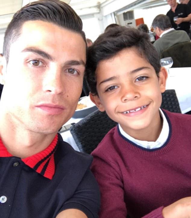 7 bức ảnh nhiều like nhất trên Instagram 100 triệu người theo dõi của Ronaldo - Ảnh 5.