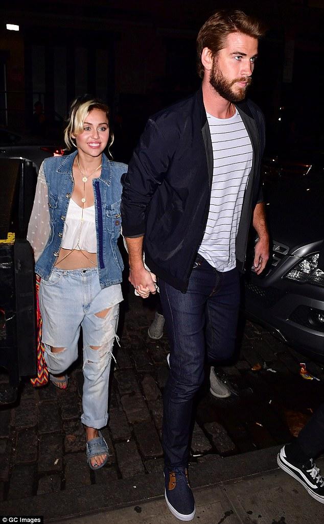 Tái hợp Liam, Miley Cyrus nổi loạn năm nào giờ đằm thắm và đáng yêu bất ngờ! - Ảnh 4.