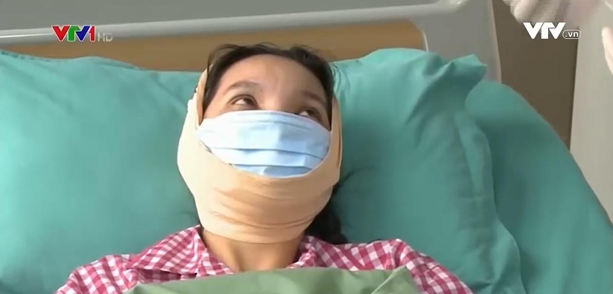 Vì ngoại hình, cô gái thông thạo 3 thứ tiếng vẫn không xin được việc dù đã qua 45 lần phẫu thuật