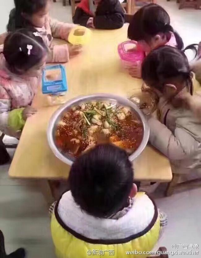 Sau cô bé Vô Diện, đến lượt con cá khác biệt của cậu bé này khiến người ta cười lăn lộn - Ảnh 5.